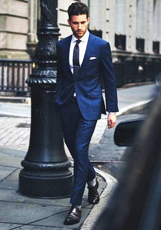 ネイビースーツ×黒ネクタイの ...
